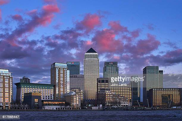 canary wharf, isle of dogs and river thames - canary wharf stock photos and pictures