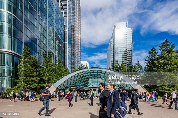 Canary Wharf, Jubilee Plaza, people near the Underground Station entrance