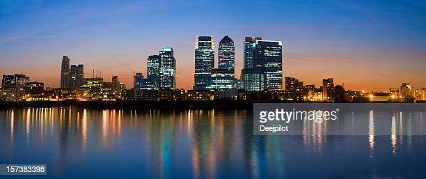 canary wharf london city skyline at night - canary wharf stock photos and pictures