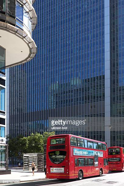 Canary Wharf London Doppeldeckerbusse in der UpperBankStreet