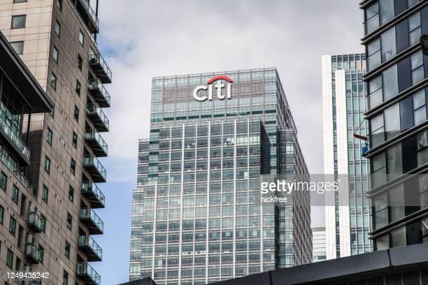 canary wharf london financial district på en fin solig dag - citigroup bildbanksfoton och bilder