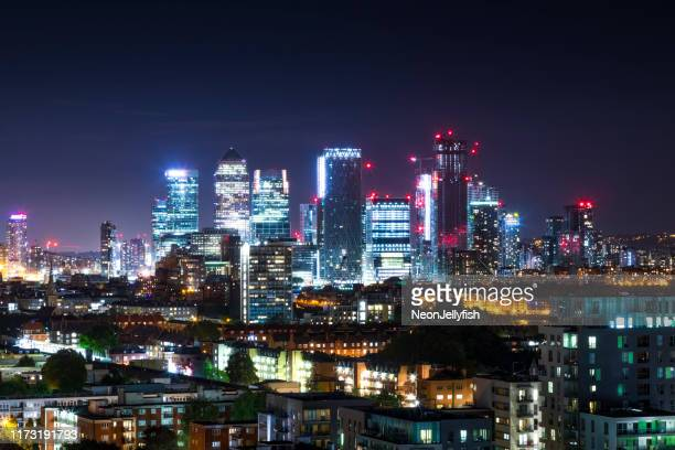 canary wharf nightscape - canary wharf stock pictures, royalty-free photos & images