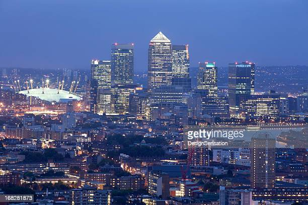 canary wharf skyline at dusk (xxxl) - the o2 england stock pictures, royalty-free photos & images