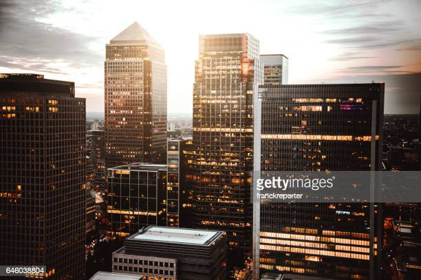 canary wharf skyline at dusk - canary wharf stock photos and pictures