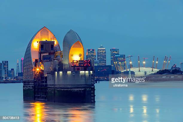 canary wharf skyline - london docklands stock pictures, royalty-free photos & images