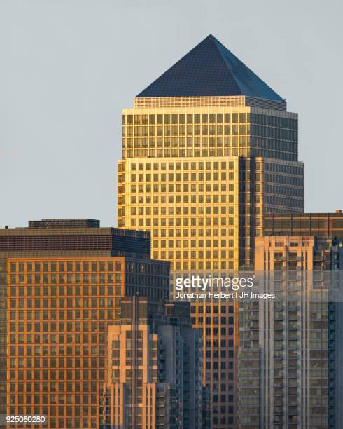 canary wharf skyscrapers - canary wharf stock photos and pictures