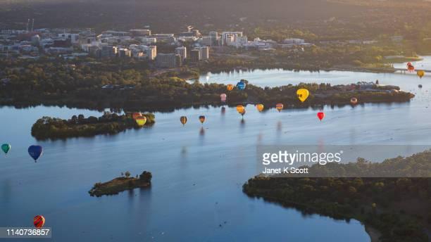 canberra balloon spectacular - canberra photos et images de collection