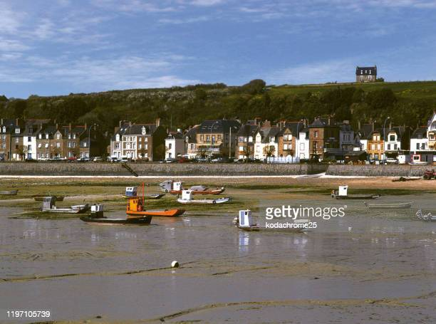 """cancale lies along the coast to the east of saint-malo. it is a picturesque fishing port popular with visitors, many of whom are drawn by its reputation as the """"oyster capital"""" of brittany. - ille et vilaine stock pictures, royalty-free photos & images"""