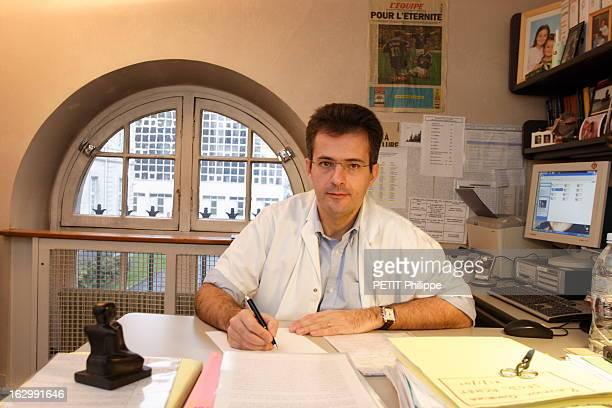 Cancer And Videosurgery Plan de face souriant du professeur Yves PANIS professeur de chirurgie digestive à l'hôpital Lariboisière à PARIS et...