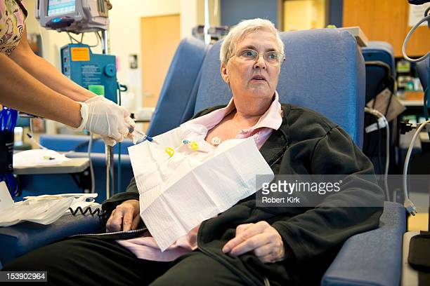 cancer patient and chemotherapy - chemotherapy stock pictures, royalty-free photos & images
