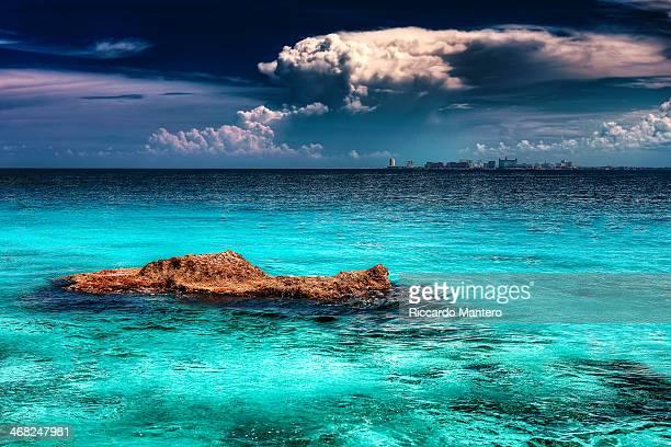 cancun skyline - mujeres fotos stock-fotos und bilder