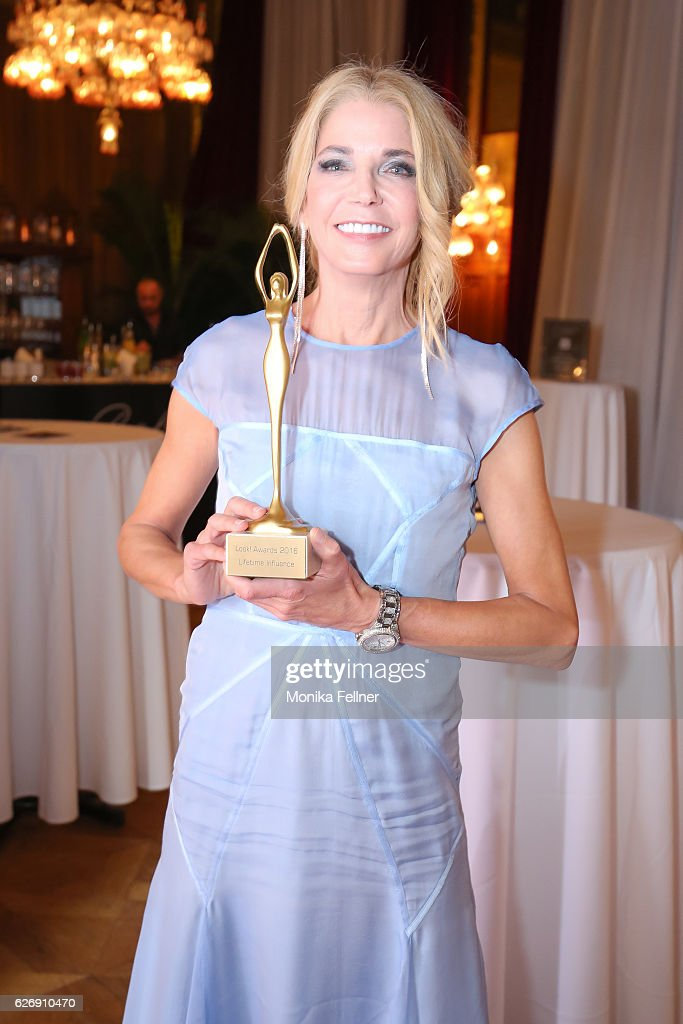 Candace Bushnell presents her award at the Look Women of the Year Awards at City Hall on November 30, 2016 in Vienna, Austria.