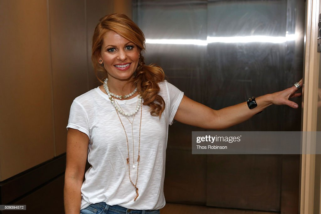 Candace Cameron Bure Visits Banfield Pet Hospital To Celebrate The Release of My Very, Very Smelly Breath : News Photo
