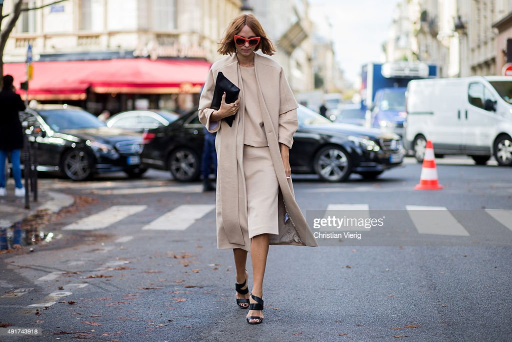 Street Style - Paris Fashion Week - Womenswear Spring/Summer 2016 : Day Nine : News Photo