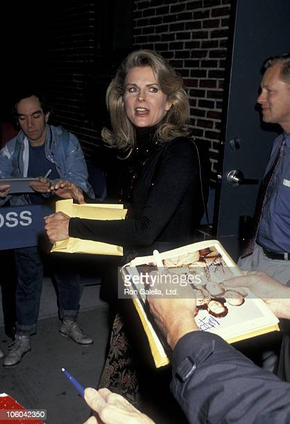 Candice Bergen during Candice Bergen outside 'The Late Show with David Letterman' October 6 1993 at The Ed Sullivan Theater in New York New York...