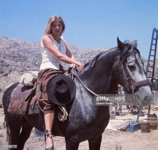 Candice Bergen during the filming of the movie 'The Hunting Party', director Don Medford Almeria, Spain. .