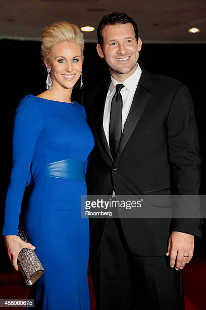 Candice Crawford left and Dallas Cowboys quarterback Tony Romo arrive for the White House Correspondents' Association dinner in Washington DC US on...