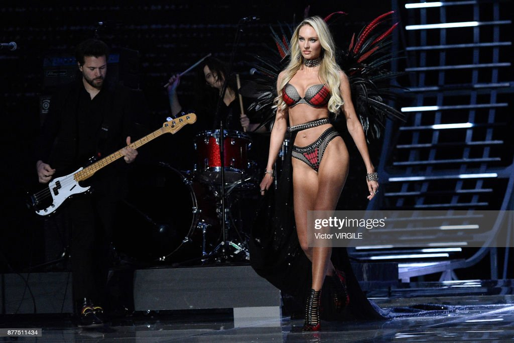 2017 Victoria's Secret Fashion Show - Runway : News Photo