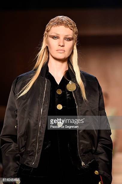 Candice Swanepoel walks the runway during the Givenchy show as part of the Paris Fashion Week Womenswear Fall/Winter 2016/2017 on March 6 2016 in...