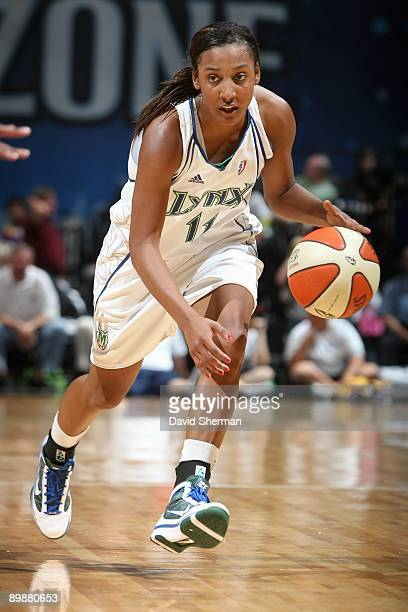 Candice Wiggins of the Minnesota Lynx drives the ball against the Indiana Fever during the WNBA game on August 13 2009 at Target Center in...