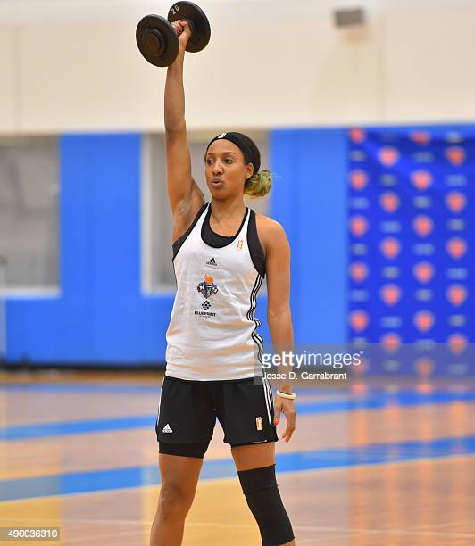 Candice Wiggins of the New York Liberty lifts weights during practice at the New York Knicks training facility on September 25 2015 in Tarrytown New...