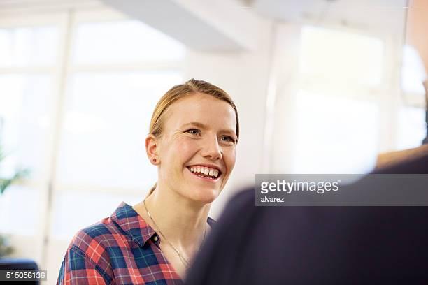 Offene Porträt von einer Frau zu starten