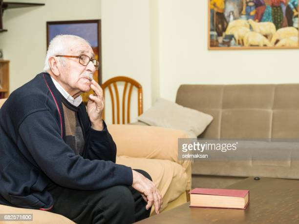 cândido retrato senior - só um homem idoso - fotografias e filmes do acervo