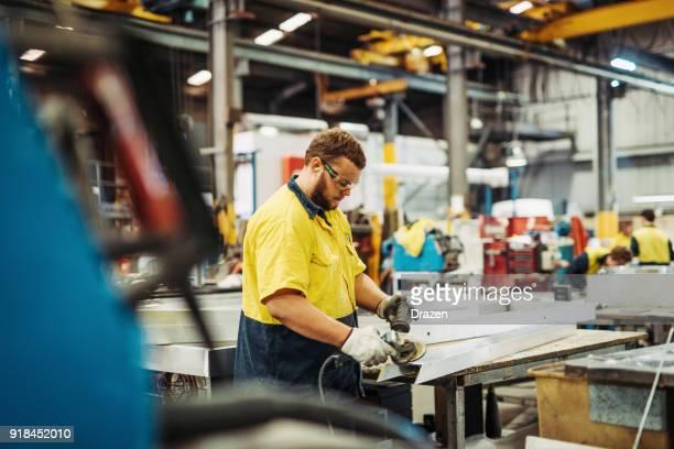 Reportageaufnahme der Arbeiter in der Fabrik