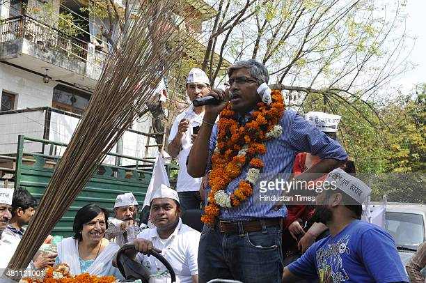 AAP candidate from Chandni Chowk constituency Ashutosh campaigns at Shailmar Bagh area on March 28 2014 in New Delhi India The incumbent Congress led...