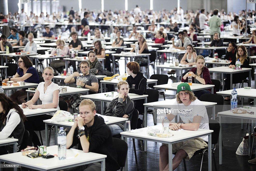 AUSTRIA-EDUCATION-STUDENTS-MEDICINE : News Photo