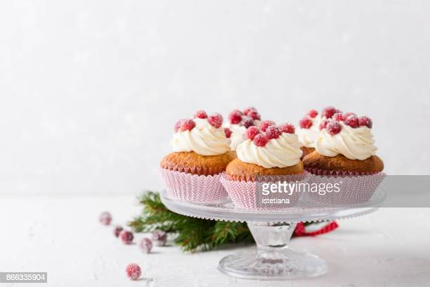 candied cranberries and cream cheese  cupcakes - デザート ストックフォトと画像