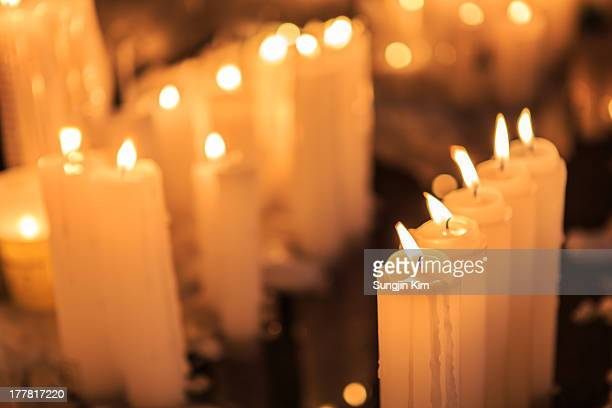candle light in a row - sungjin kim stock pictures, royalty-free photos & images
