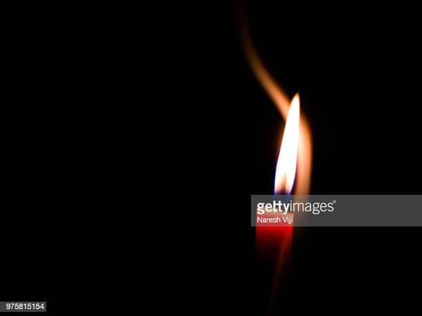 candle light in the dark - candle in the dark stock pictures, royalty-free photos & images