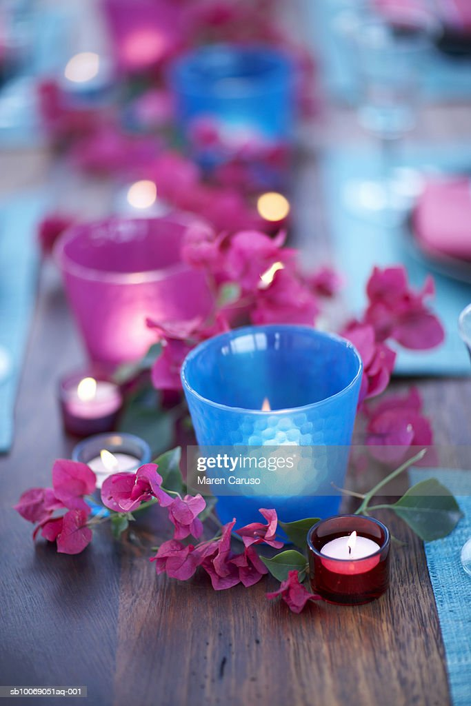 Candles with flowers on table,  close-up : Stockfoto