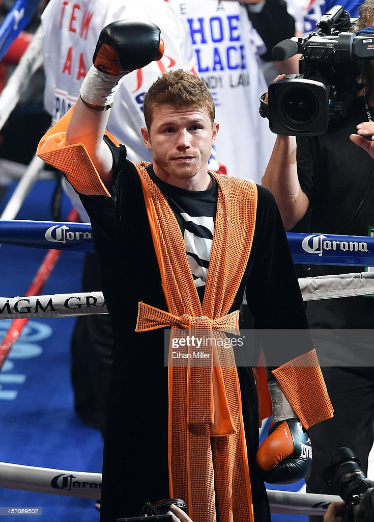 Canelo Alvarez v Erislandy Lara : News Photo