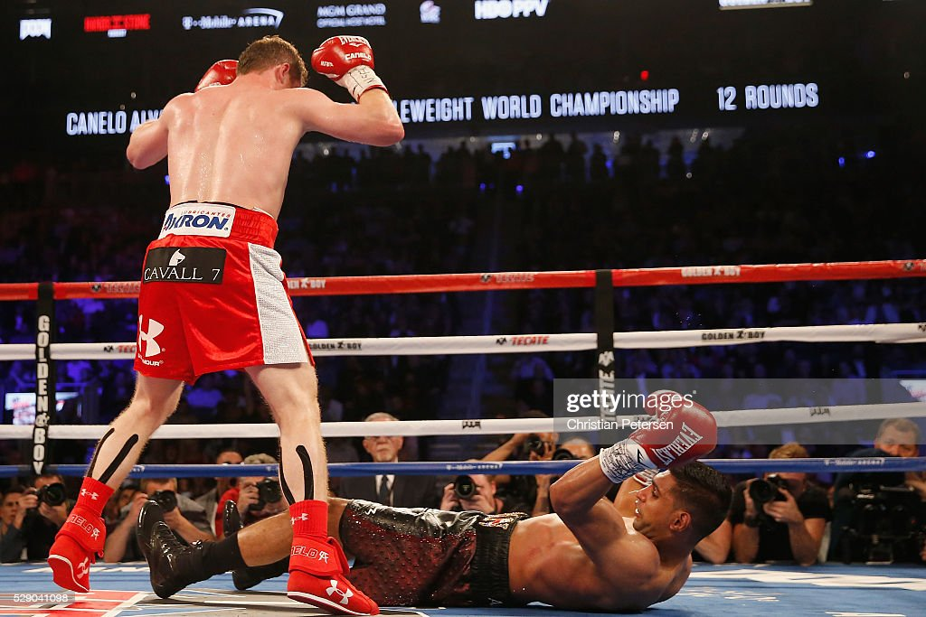 Canelo Alvarez (L) throws a knockout punch at Amir Khan during the WBC middleweight title fight at T-Mobile Arena on May 7, 2016 in Las Vegas, Nevada.