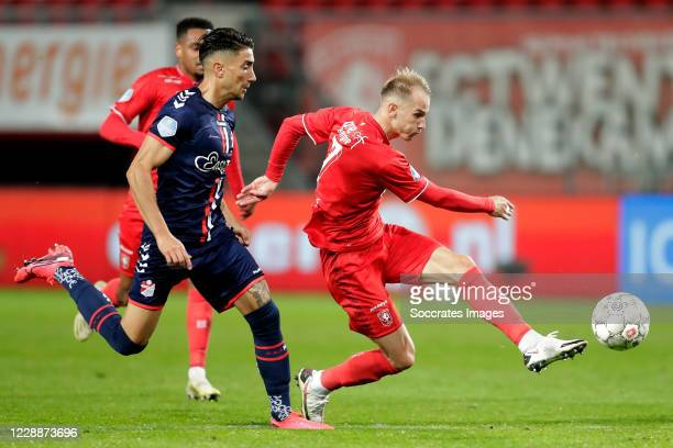 Caner Cavlan of FC Emmen, Vaclav Cerny of FC Twente during the Dutch Eredivisie match between Fc Twente v FC Emmen at the De Grolsch Veste on October...