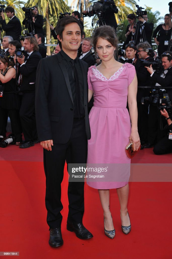 Canera D'Or Gael Garcia Bernal and Dolores Fonzi attend the 'Biutiful' Premiere at the Palais des Festivals during the 63rd Annual Cannes Film Festival on May 17, 2010 in Cannes, France.