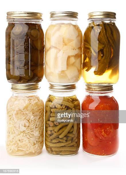 Légumes en conserve en verre jarres