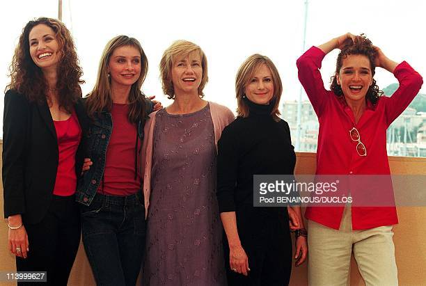 Cannes 2000 PhotoCall Things You Can Tell Just By Looking At Her In Cannes France On May 11 2000From left to right Amy Brenneman Calista Flockhart...