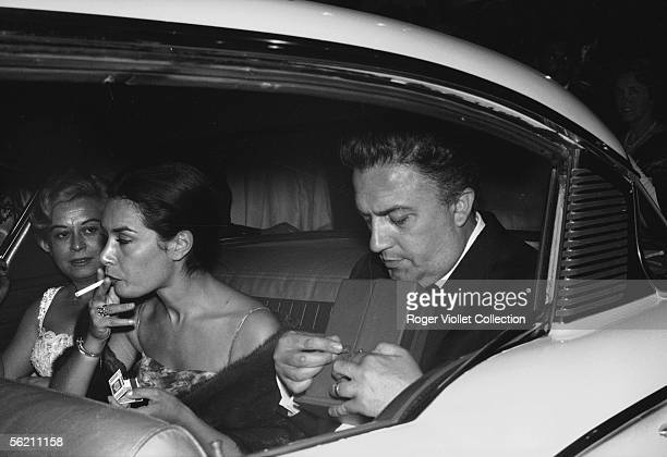 Cannes festival 1960 Federico Fellini and Giuletta Masina leaving the Festivals palace after the announcement of the award winners Fellini keep the...