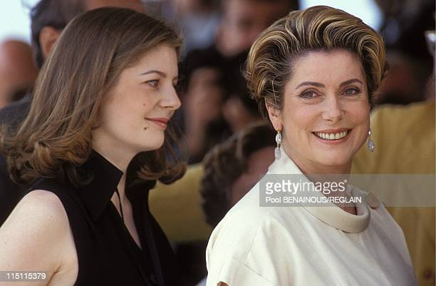 Cannes Film Festival CDeneuve DAuteil CMastroianni 'Ma saison preferee' in Cannes France on May 13 1993 Chiara Mastroianni Catherine Deneuve