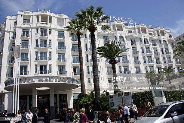 Cannes Film Festival Celebrities signing autographs in front of the Martinez hotel in Cannes France on May 22 2006Hotel Martinez