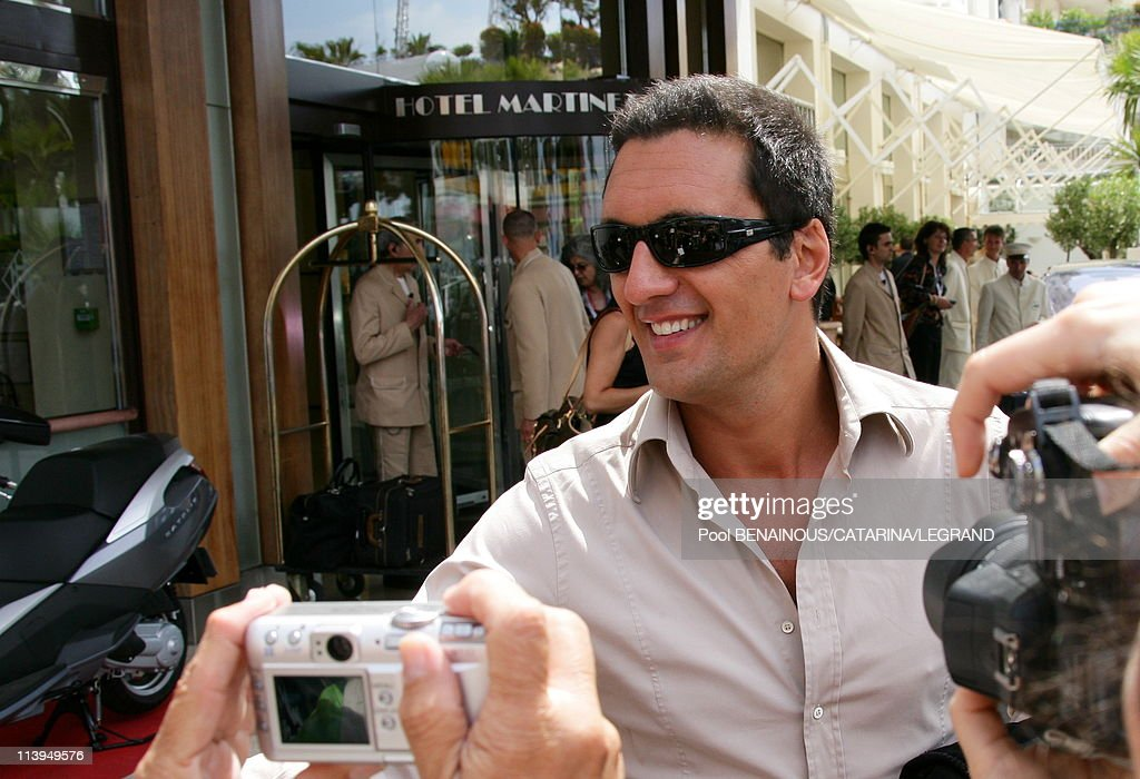 Cannes Film Festival: Celebrities signing autographs in front of the Martinez hotel in Cannes, France on May 22, 2006- : News Photo