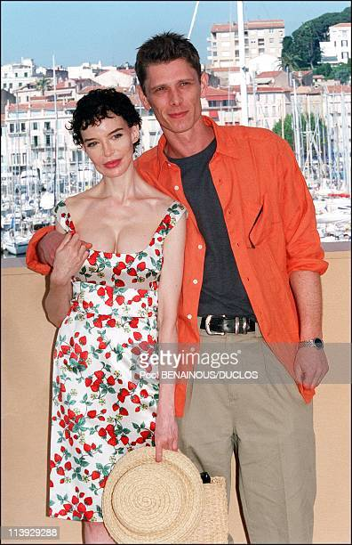 Cannes Film Festival Photocall 'Fast Food Fast Women' In Cannes France On May 15 2000Anna Thomson and Jamie Harris