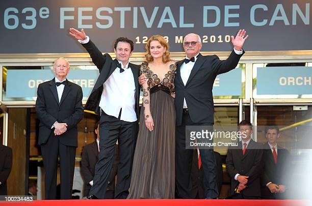Cannes Film Festival President Gilles Jacob actor Oleg Menshikov actress Nadezhda Mihalkova and director Nikita Mikhalkov attend the 'The Exodus...