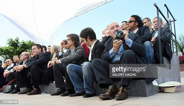 French director/photographer Raymond Depardon takes pictures 20 May 2007 as he poses with Malaysian director Tsai Ming Liang US director Gus Van Sant...