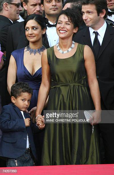 French journalist and writer Mariane Pearl smiles 21 May 2007 as she arrives with her son Adam, British actress Archie Panjabi and US actor Dan...