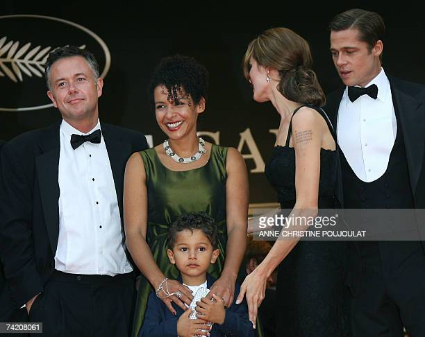 French journalist and writer Mariane Pearl smiles 21 May 2007 as she poses with her son Adam, British director Michael Winterbottom, US actress...
