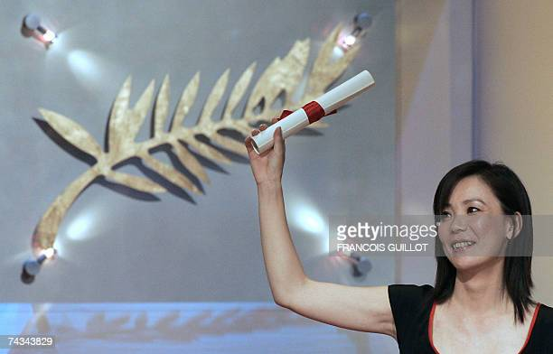 Japanese director Naomi Kawase holds her prize 27 May 2007 after winning the Grand Jury award for her film 'Mogari No Mori' during the Closing...